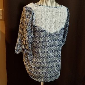 Blue and white sheet print blouse